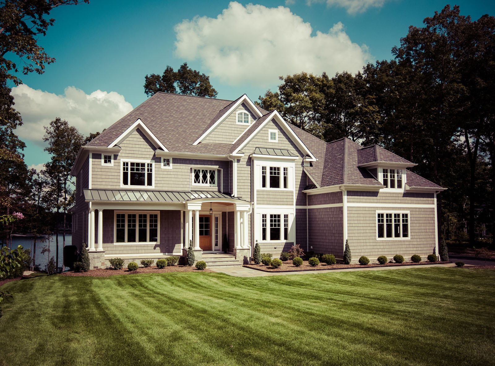 Lakefront simply home custom home builders in virginia for Custom homes of virginia